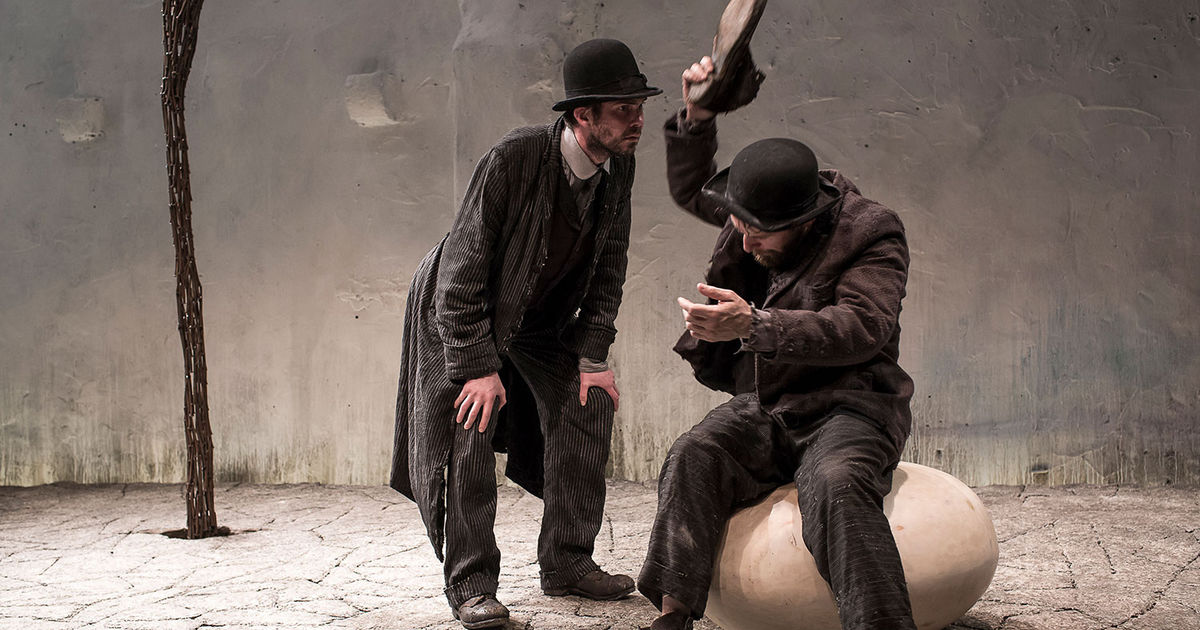 waiting for godot an absurd play